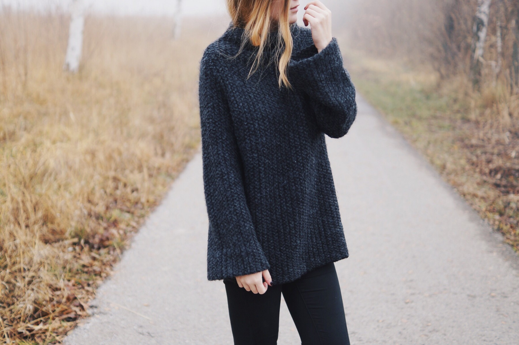 grey_turtleneck_flared_sleeves4
