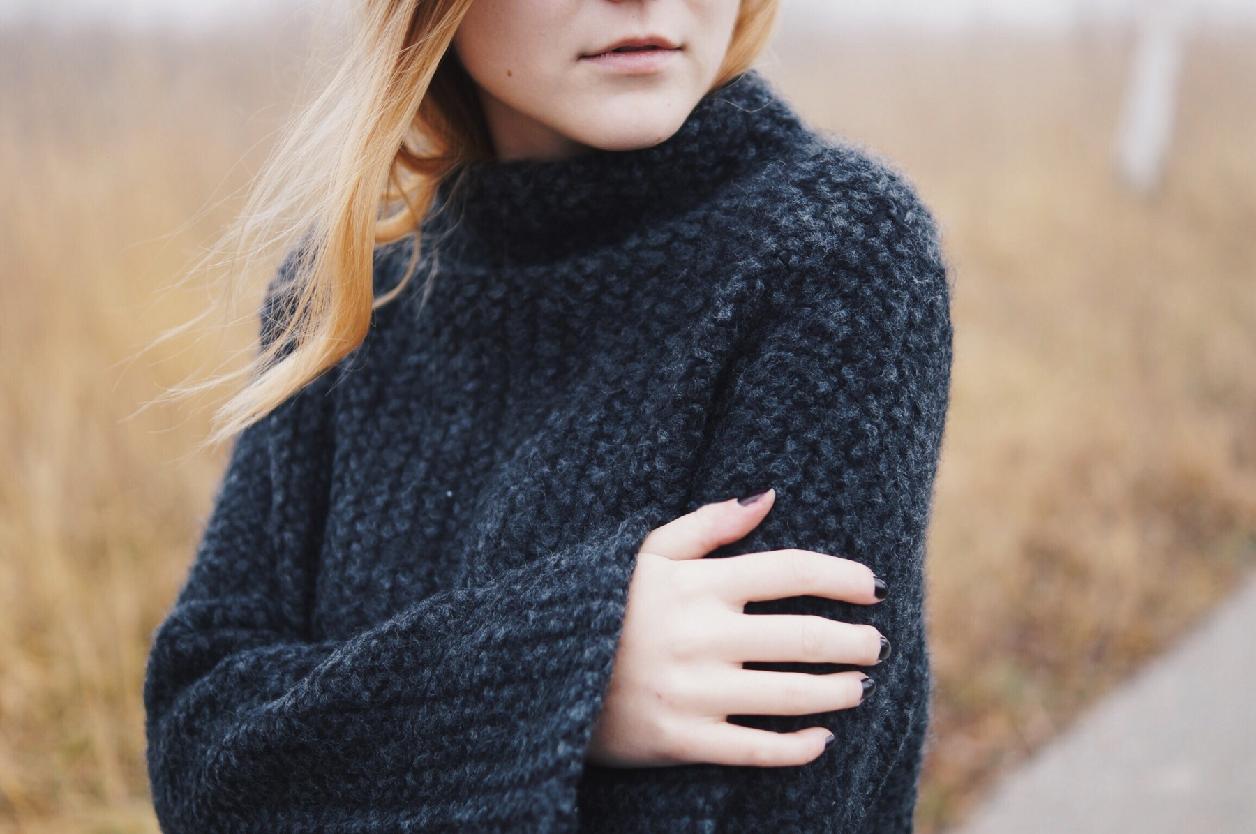 grey_turtleneck_flared_sleeves5