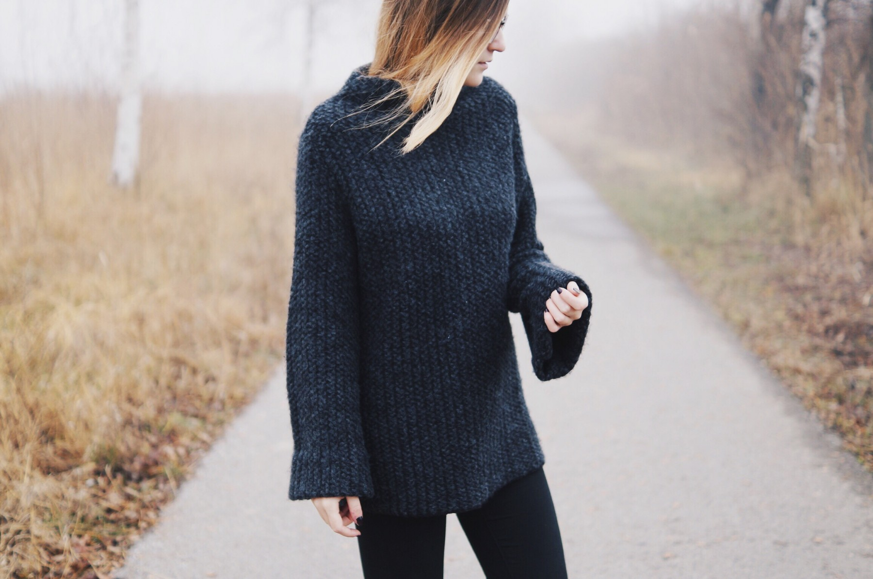 grey_turtleneck_flared_sleeves6