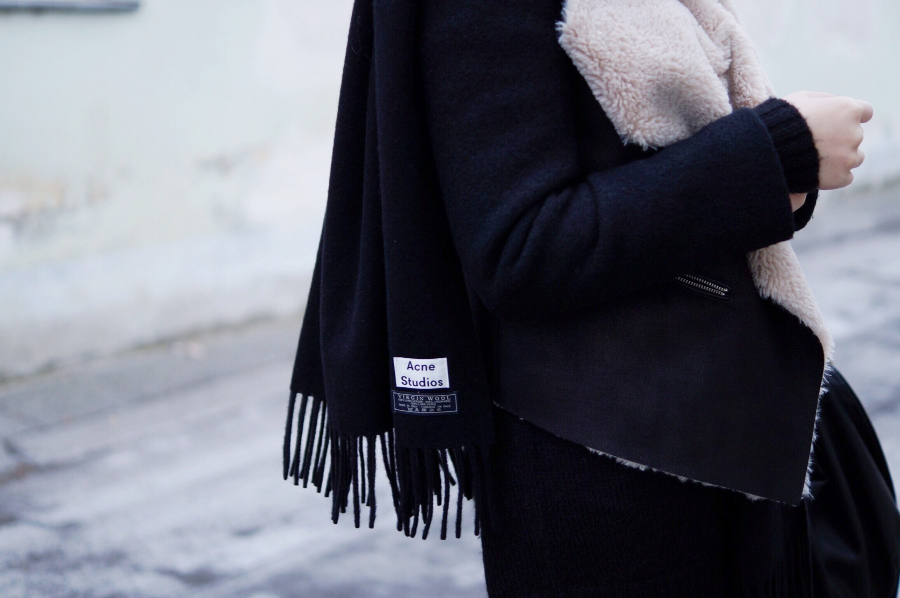 acne_studios_scarf_lambskin_jacket_winter_outfit11